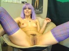 Squeezes a DIldo Inside her Snatch HD