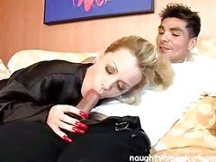 Hot mom Sammie Sparks sucked on a penis as if it were a candy cane