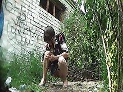 dilettante girl pissing outdoor