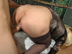 Experienced mom looking for a rocky penis aching to get her asshole...