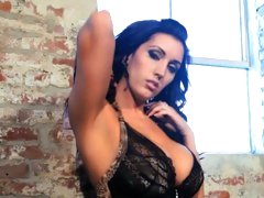 Dylan Ryder teases you with her consummate body