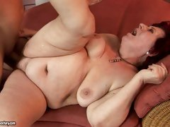 Curvy mommy Hetty likes some naughty cock penetration on the couch