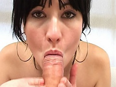 Horny 18-year-old year old spanish Tamara Persia sucks a subrigid cock...
