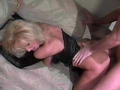 Luxurious golden-haired floozy acquires to do some nasty enjoyment with this hunky guy...