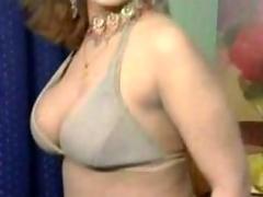 Pakistani bigboobs aunty overt dance in her bedroom
