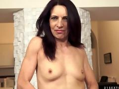 Kinky granny with mini tits enjoying a hardcore cowgirl ventilate fuck
