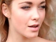 Sexy Alisa Buccaneering in Nature