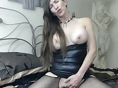 Pretty resigned MILF with giant boobs is masturbating be advantageous to me above cam