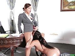 Hot secretary gives her boss nice bore and they down turns eating pussy