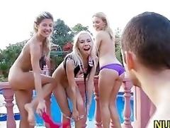 Friend meets girls open-air